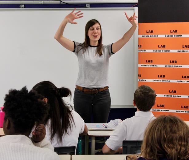 Sarianne Cormier offre une captivante leçon de cinéma à l'école Saint-Edmond !