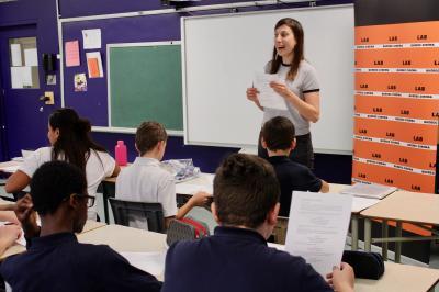 Sarianne Cormier offre une captivante leçon de cinéma à l'école Saint-Edmond !_3